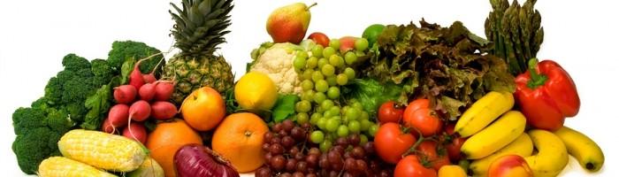 Choisir les bons fruits :  Les fruits sont le panacée de toute personne voulant perdre ses kilos superflus. Il faut néanmoins faire preuve de bon sens en jetant son dévolu sur les bons fruits. Mieux vaut donc choisir des fruits qui contiennent un taux de glucose et de fructose équilibrée. Privilégiez des fruits comme le citron (excellent diurétique : voir notre recette détox pour perdre jusqu'à 8 kilos), le raison et les fruits sauvages. Riches en antioxydants, ils aideront votre organisme à se débarrasser des radicaux libres, véritables vecteurs de l'accumulation de graisse.